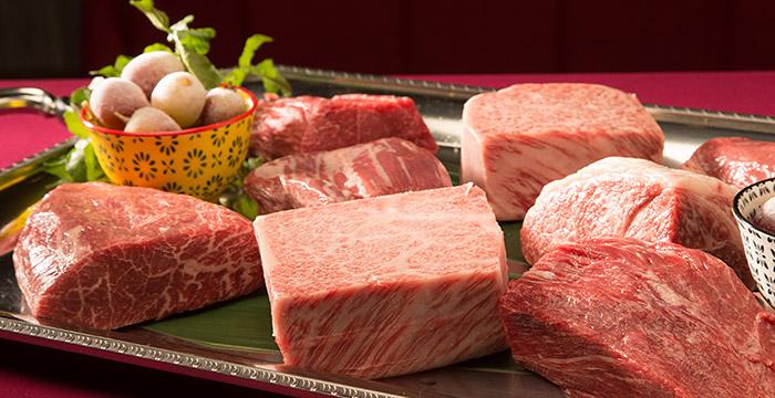 お肉の部位をプラッターでお席までお持ち致します