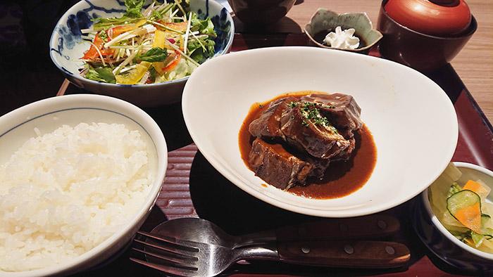 牛タンシチュー  サラダ/味噌汁/お新香/デザート